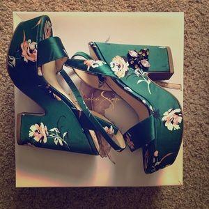 Emerald pumps